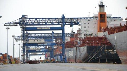 CICT Cagliari blue quay cranes container terminal