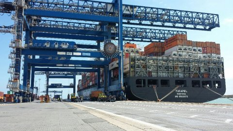 Hapag Lloyd Tucapel at CICT Cagliari