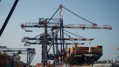 TCR-quay-crane-ship